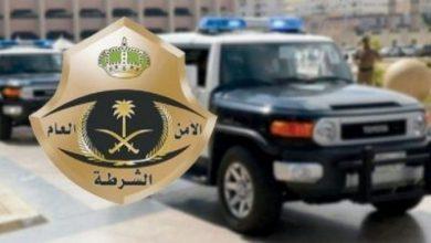 Photo of القبض على شخصين قاما بتهشيم زجاج المركبات واستوليا على ما تحويه من مبالغ مالية ومقتنيات في الرياض