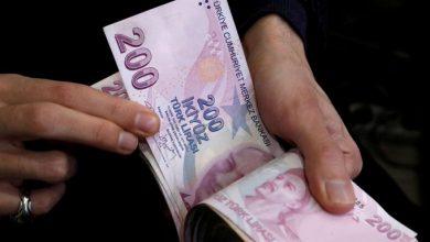 Photo of الليرة التركية تهبط بأكثر من 1% مقابل الدولار