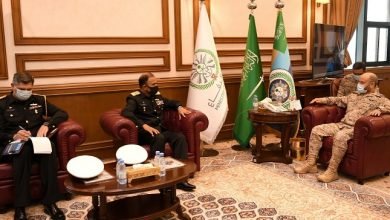 Photo of رئيس الأركان يستعرض أوجه التعاون مع نظيره الباكستاني