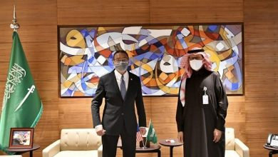 Photo of وزير الطاقة يبحث مع وزير خارجية ماليزيا أوضاع السوق البترولية