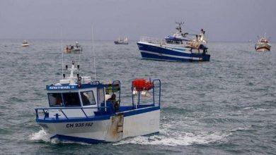 Photo of فرنسا تتمسك بحقوقها في الصيد البحري رغم التوتر مع بريطانيا