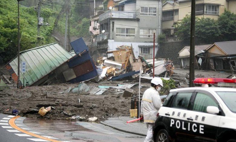 Photo of فيديو .. انهيار طيني سحق عددًا من المنازل قرب طوكيو