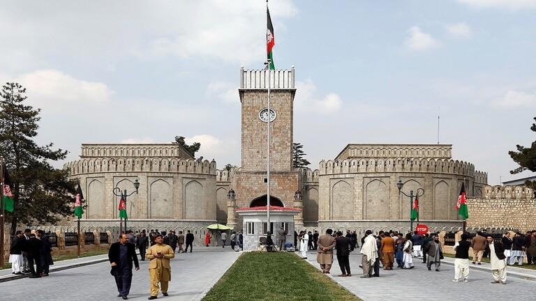 Photo of فيديو .. سقوط قذائف قرب القصر الرئاسي بكابل أثناء صلاة العيد