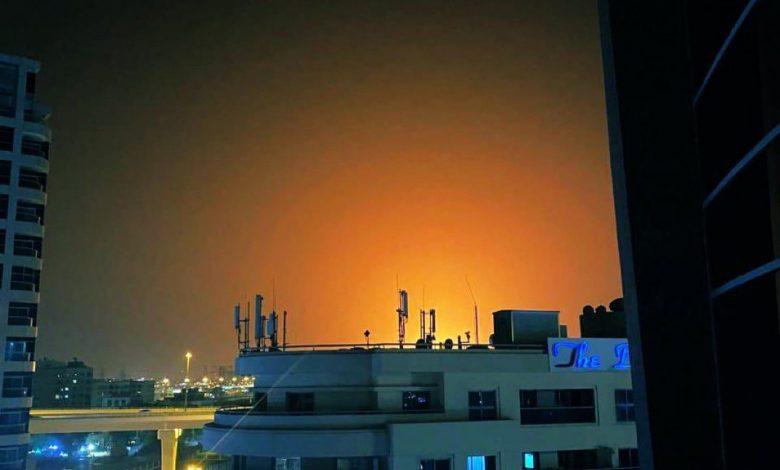 Photo of فيديو .. حريق ناجم عن إنفجار في سفينة راسية قبالة ميناء جبل علي في دبي