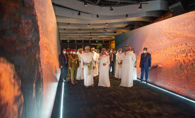 Photo of فيديو .. سمو ولي العهد يصحب سلطان عمان في جولة بمركز نيوم للإثراء المعرفي في نيوم