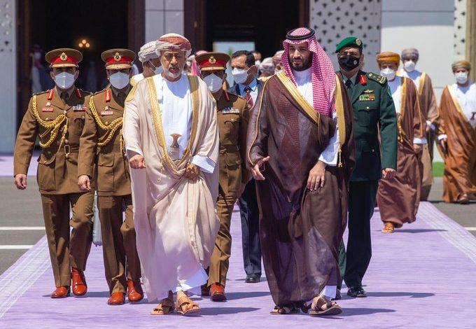 Photo of فيديو .. سلطان عُمان يغادر المملكة وسمو ولي العهد في وداعه لدى مغادرته مطار خليج نيوم