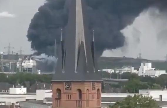 Photo of فيديو .. إنفجار ضخم في مصنع للكيماويات في مدينة ليفركوزن الألمانية