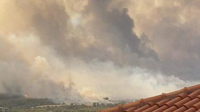 Photo of إجلاء أكثر من 300 شخص من ضواحي أثينا بسبب الحرائق