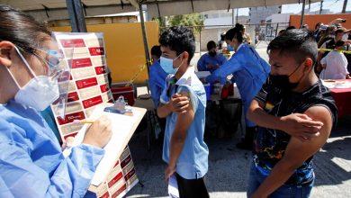 Photo of إدارة بايدن تقدم لقاحات كورونا للمهاجرين المحتجزين على الحدود مع المكسيك