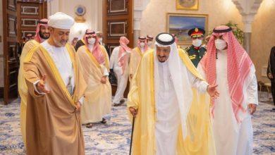 Photo of خادم الحرمين الشريفين يتلقى برقية تهنئة من سلطان عُمان بمناسبة اليوم الوطني السعودي