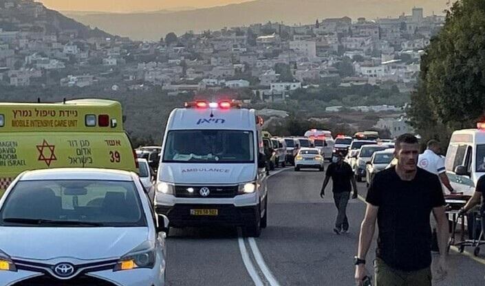Photo of فيديو .. قتلى وجرحى في انقلاب حافلة تقل أعضاء حركة بني عكيفا الشبابية الإسرائيلية